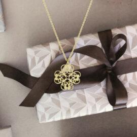G7510-kultainen-Mon-Amour-riipius-neliapila-sydän-Tammi-Jewellery-tammen-koru-finnish-designer-Marjut-Kemppi